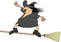 Hexe, die auf einen Besen surft Lizenzfreies Stockfoto