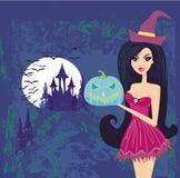 Hexe, die mit Kürbis steht Stockfotos