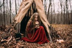 Hexe im Wald Stockfotografie