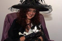 Hexe mit Katze Stockfotos