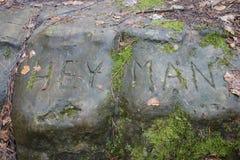 Hey надпись человека на камне Стоковое Изображение