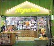 Heynature shoppar i Seoul Arkivfoton