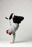 Höft-flygtur dansare över grå färgbakgrund Royaltyfri Fotografi