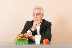 Hög affärsman som äter sund lunch Royaltyfri Foto