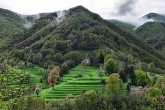 Hög alpin pittoresk by Royaltyfri Bild