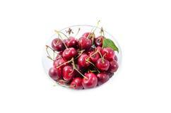 Hög av söta körsbär i en glass bunke Fotografering för Bildbyråer