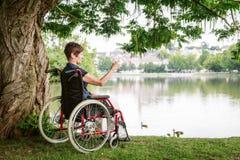 hög rullstolkvinna Arkivbilder