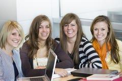 högskolestudenter Royaltyfri Bild