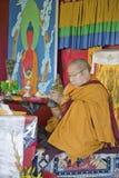 HH Penor Rinpoche, chef suprême Tibétain-né de bouddhisme de Nyingmapa, préside au-dessus de l'habilitation d'Amitabha au bâti de Photographie stock