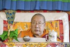 HH Penor Rinpoche, Urodzona Najwyższa głowa Nyingmapa buddyzm, przewodniczy nad Amitabha upełnomocnieniem przy medytaci górą w Oj Zdjęcie Royalty Free
