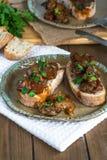 Hühnerleber und offenes Sandwich der Chorizo Lizenzfreie Stockbilder