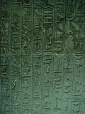 Hiéroglyphes à l'intérieur de pyramide égyptienne Photos libres de droits