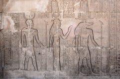 Hiéroglyphes à l'intérieur de temple de Philae, Egypte Photos stock