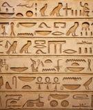Hiéroglyphes sur le mur Images stock