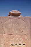 Hiéroglyphes sur les murs du temple de Karnak Lyuksor Egipet Images libres de droits