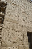 Hiëroglyfische gravures op een oude Egyptische tempelmuur Stock Foto's