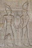 Hiëroglyfische gravures op een oude Egyptische tempelmuur Stock Foto