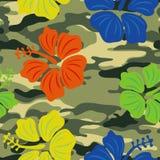 Hibiscus op de militaire achtergrond Royalty-vrije Stock Foto