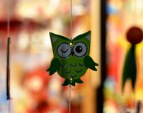 Hibou clignotant vert photographie stock