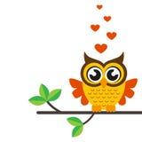 Hibou de bande dessinée avec le coeur sur une branche Image libre de droits