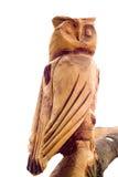 Hibou en bois d'isolement sur le blanc Images libres de droits