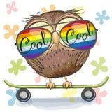 Hibou mignon avec des verres de soleil sur une planche à roulettes Photographie stock libre de droits