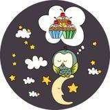 Hibou mignon rêvant avec des petits gâteaux sur la lune Photographie stock