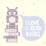 Hiboux et livres mignons Images stock