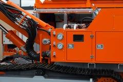 Hidráulica do caminhão e medidor do grande veículo da construção foto de stock royalty free