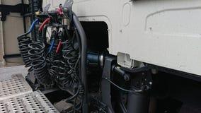 Hidráulica em um grande táxi do transportador foto de stock
