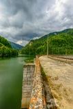 Hidro represa elétrica pequena que aproveita o poder de água Foto de Stock Royalty Free