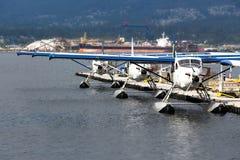 Hidroaviões amarrados em Vancôver, Canadá Fotografia de Stock Royalty Free