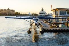 Hidroaviões no porto no por do sol Fotografia de Stock