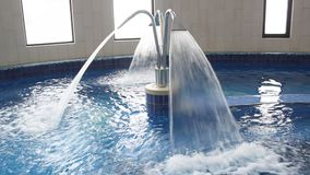 Hidroterapia del balneario - jet de la cascada metrajes