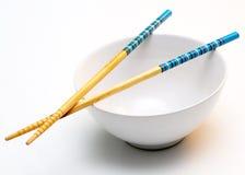Hieb-Steuerknüppel u. Reis-Schüssel Stockfotografie