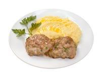 Hiebe mit Kartoffeln auf plate.isolated Lizenzfreie Stockfotos