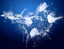 Hiele en agua Imagen de archivo libre de regalías