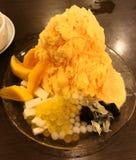Hielo afeitado mango Imagenes de archivo