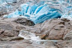 Hielo azul del glaciar de Nigardsbreen Imagen de archivo