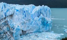 Hielo azul glaciar en Patagonia fotos de archivo libres de regalías