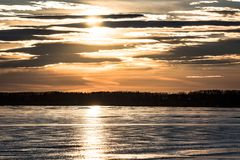 Hielo de Sylvan Lake Sunset Over The Fotografía de archivo libre de regalías