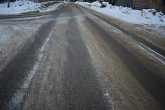 Hielo del gris del asfalto del negro del camino del invierno Foto de archivo libre de regalías
