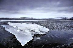 Hielo en el glaciar Imágenes de archivo libres de regalías