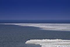 Hielo en el mar. Foto de archivo