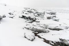 Hielo en la costa costa del Océano Pacífico Imágenes de archivo libres de regalías