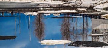 Hielo en los deshielos del río Fotografía de archivo libre de regalías