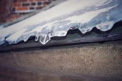Hielo en un tejado Fotografía de archivo libre de regalías