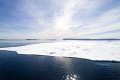 Hielo marino cerca de la colina Islamd de la nieve Fotografía de archivo libre de regalías