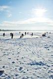 Hielo-patinaje en el lago congelado Fotos de archivo libres de regalías
