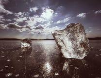 Hielo roto brillante Riela maravillosamente el sun& x27; rayos de s foto de archivo
